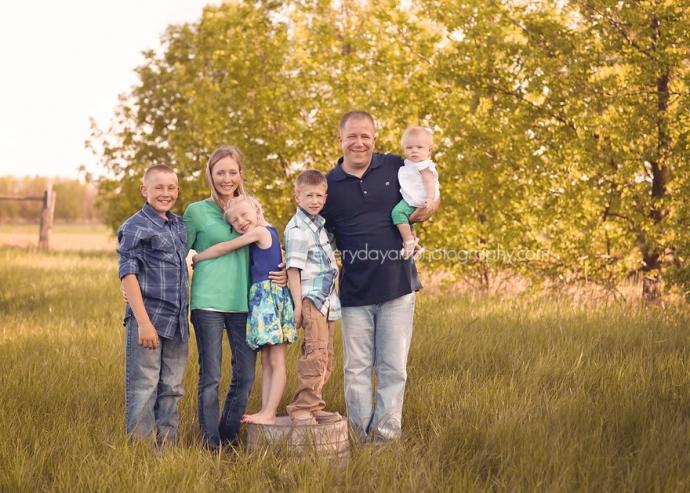 outdoor family photos in bismarck