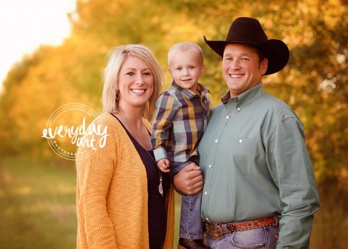 outdoor family photo in bismarck, north dakota